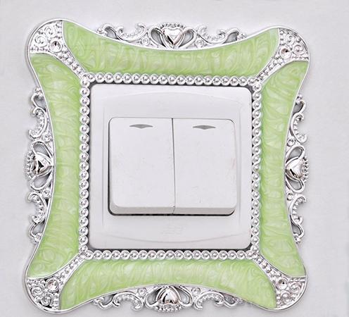 Декоративная накладка под выключатель для защиты обоев